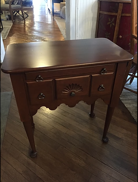 CHERRY QUEEN ANNE ACCENT TABLE