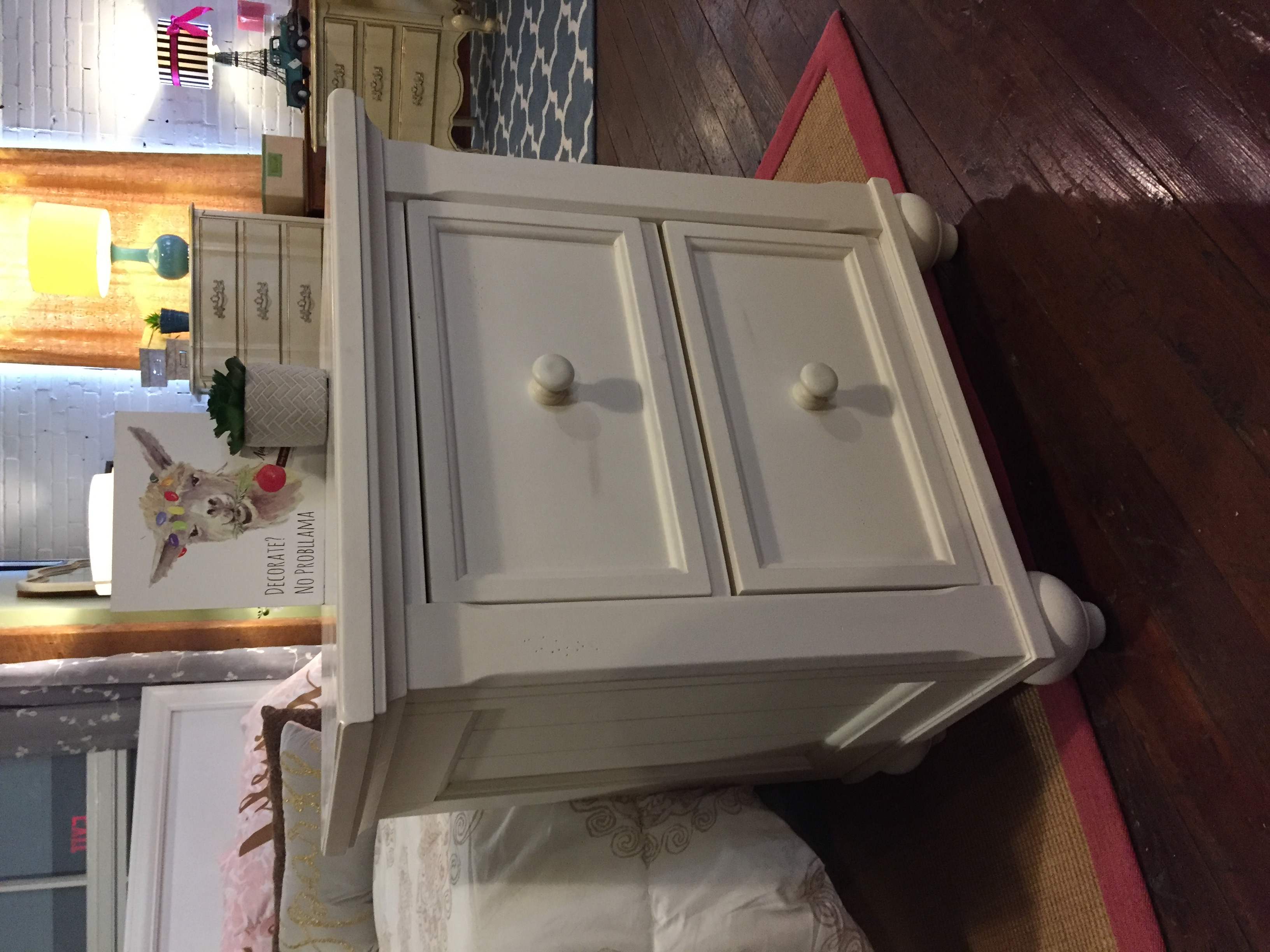 WHITE 2 DRAWER NIGHTSTAND