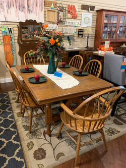ANTIQUE OAK TABLE & 6 WINDSOR CHAIRS