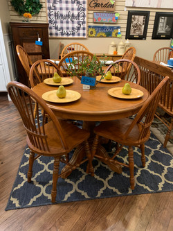 ROUND LIGHT CHERRY FINISH TABLE & 4 CHAIRS