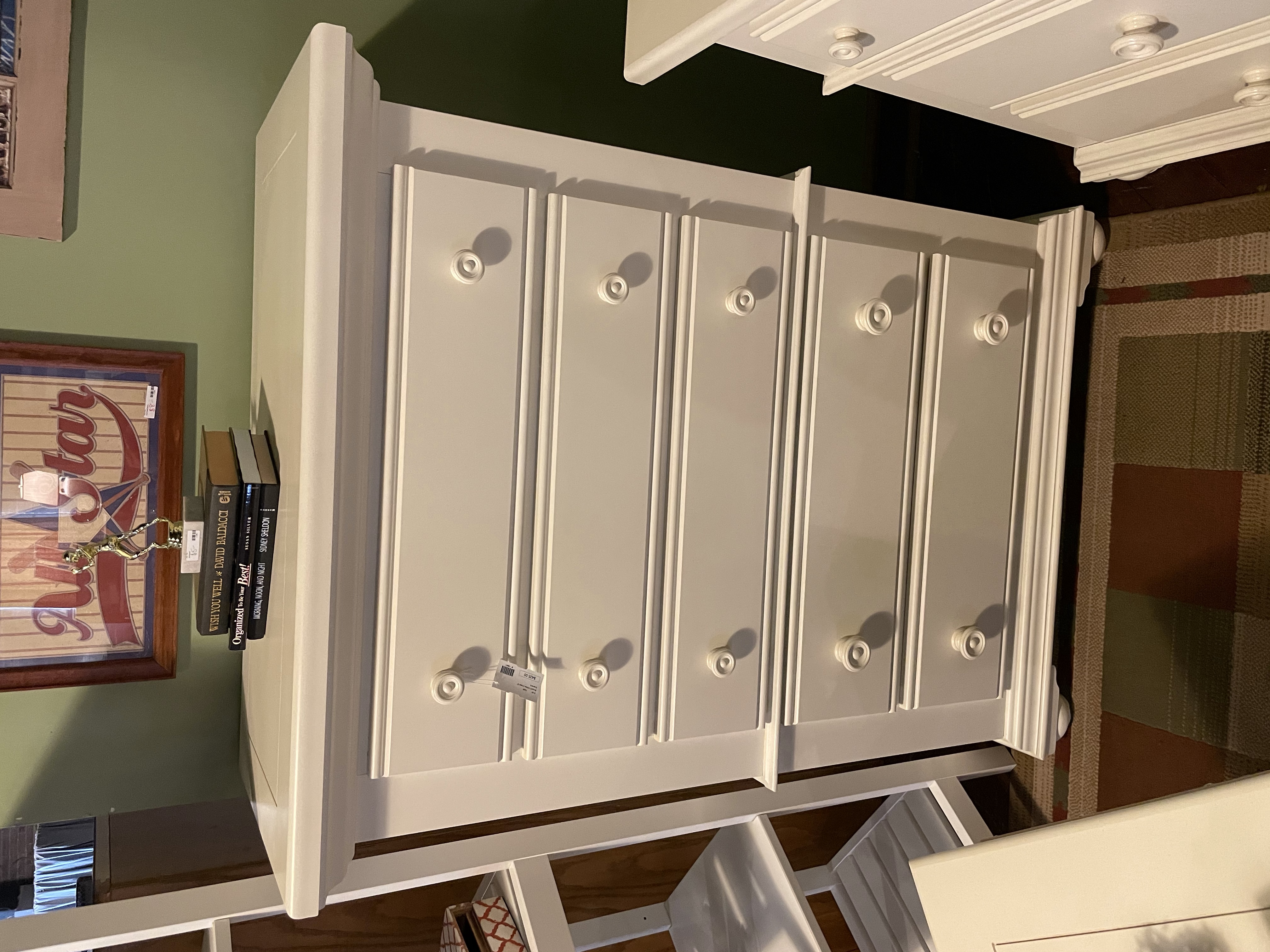 BROYHILL WHITE CHEST OF DRAWERS