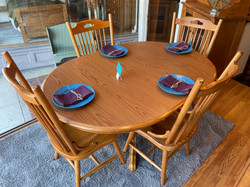 DISTRESSED OAK FINISH ROUND TABLE & 4 CHAIRS
