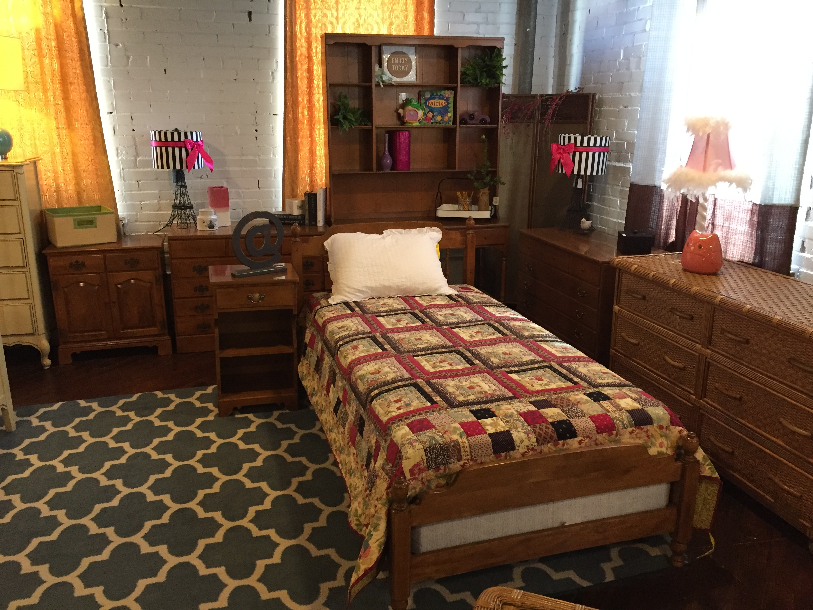 ETHAN ALLEN MAPLE TWIN BEDROOM SUITE