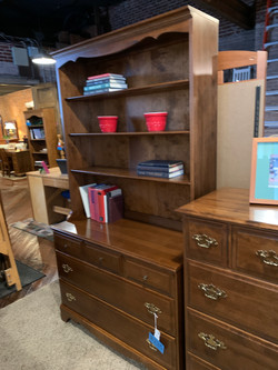 MAPLE 3 DRAWER CHEST W/HUTCH TOP