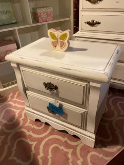 WHITE PAINTED DISTRESSED NIGHTSTAND