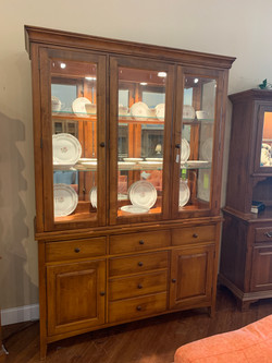MAPLE FINISH LIGHTED CHINA HUTCH