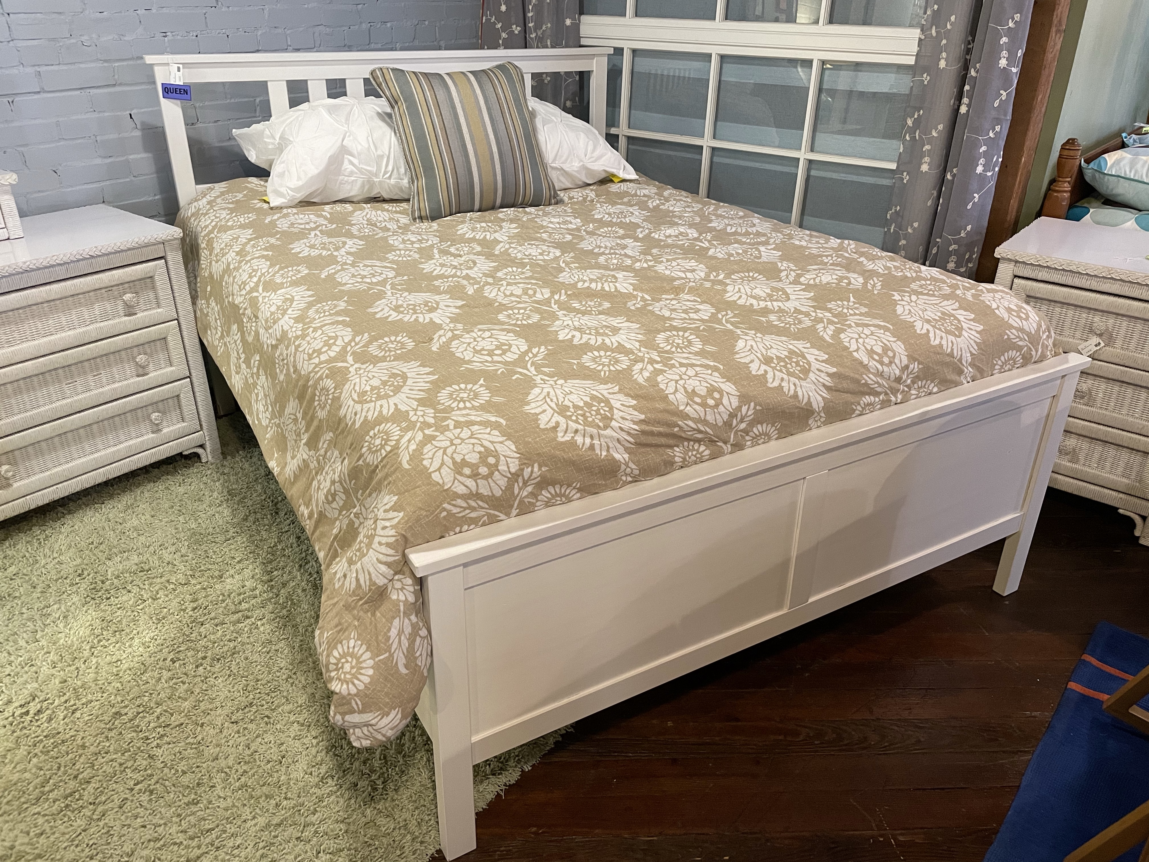 WHITE QUEEN BED WITH RAILS