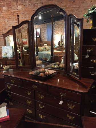 KINCAID CHERRY DRESSER WITH MIRROR