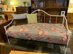 WHITE METAL SCROLL DAY BED