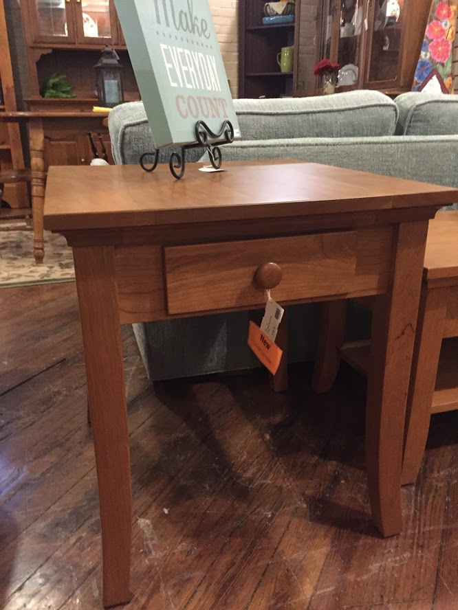 AMISH MADE OAK END  TABLE