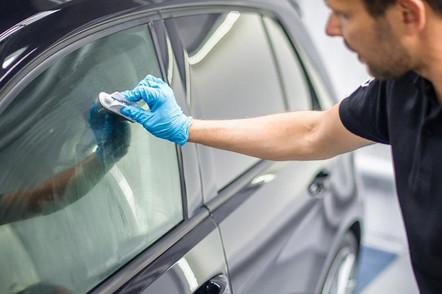 sredstvo-dlya-zashhity-stekol-avtomobile