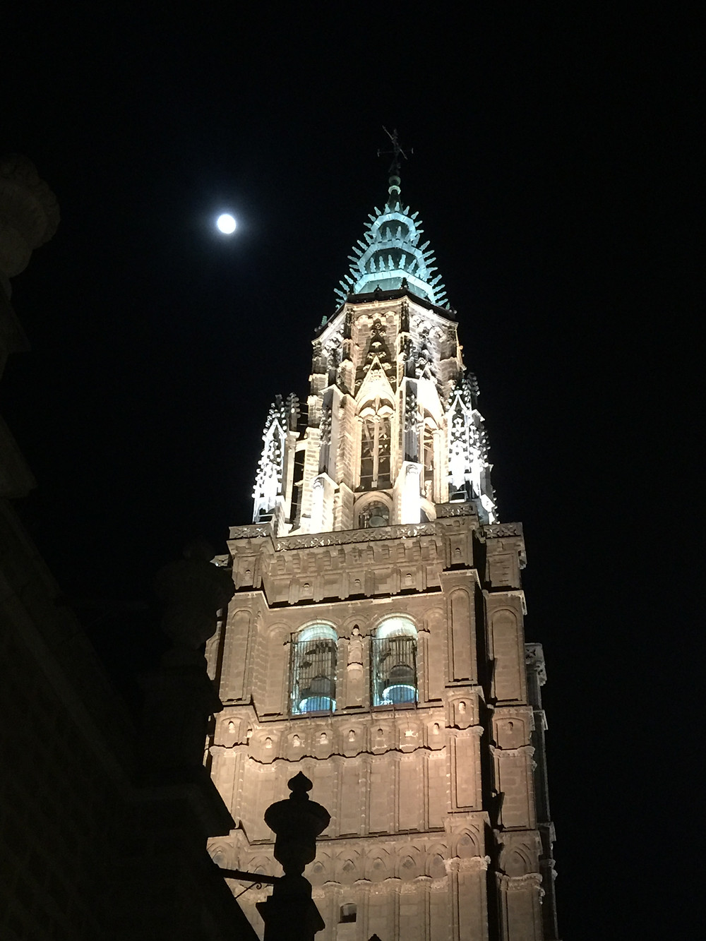 The beautiful Toledo's Cathedral, with a full moon to top it off.