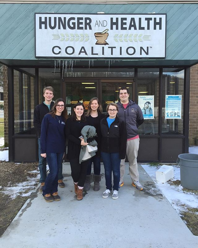 Brothers Samuel HillJennings and Anthony Moleta volunteered with AOPi at the Hunger & Health Coaliti