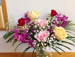 今日の花 バラ、ラン、カスミソウ