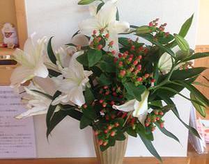 今日の花 カサブランカ、ヒペリカム