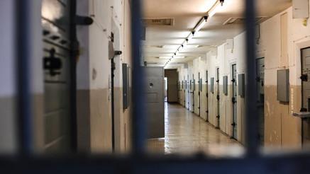 W celi posterunku w Bree, zmarł 39-letni Polak