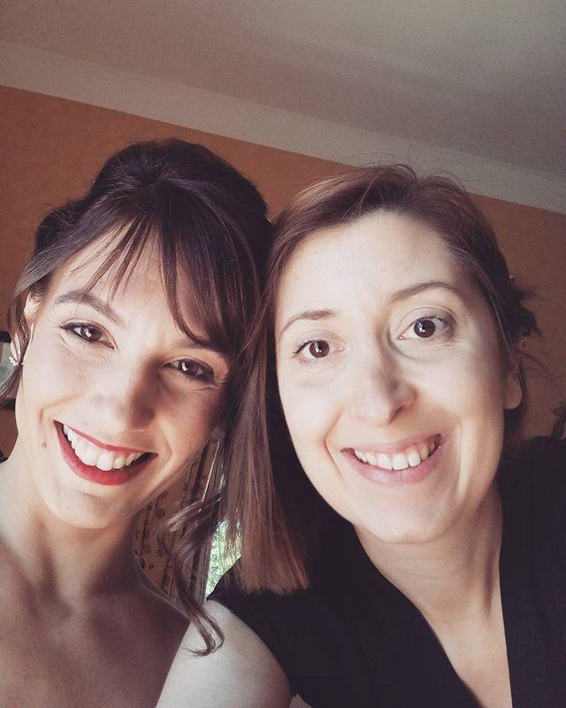 Selfie avec ma jolie mariée du jour #mariage #coiffure #maquillage #manoirdetourville