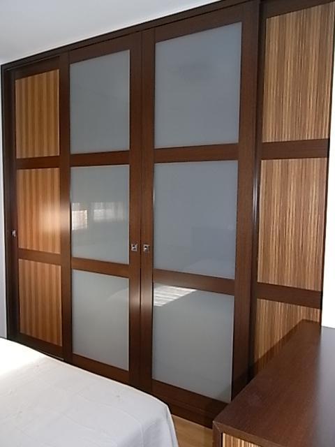 Armario combinado vidrio y madera