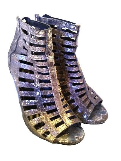 Silver Glittery Heels Size: 7.5