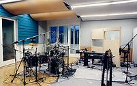 Aufnahmeraum-mit-Schlagzeug.jpg