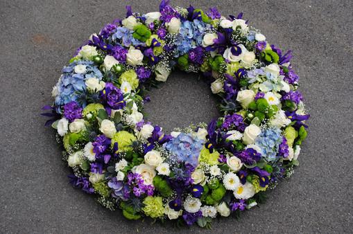 Trauerkranz blau violett