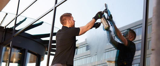 Window-Cleaning.jpg.pagespeed.ce.1I-6jxY