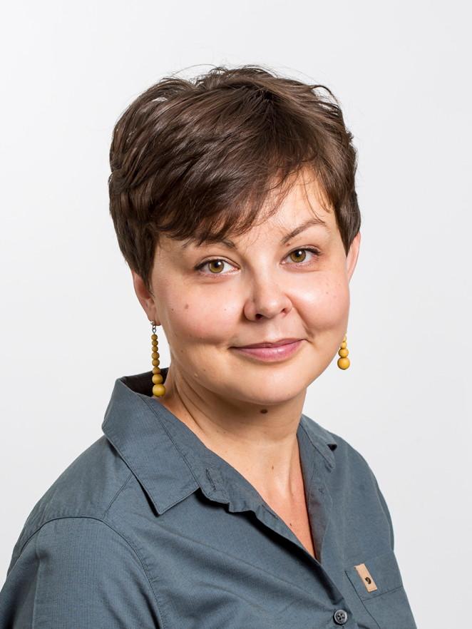 Viestintäasiantuntija Anna Hermiö luotsaa blogitekstien kirjoittajia Haaga-Heliassa ja ohjasi asiantuntijoita Kidekoulun bloggauskurssille.