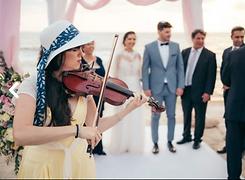 carmit playing on gal's wedding