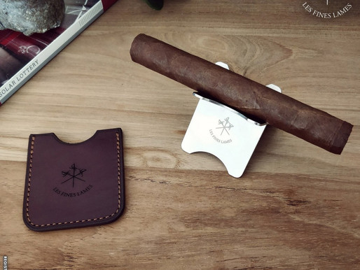 Review: Les Fines Lames Burgundy Leather Sleeve And Cigar Stand