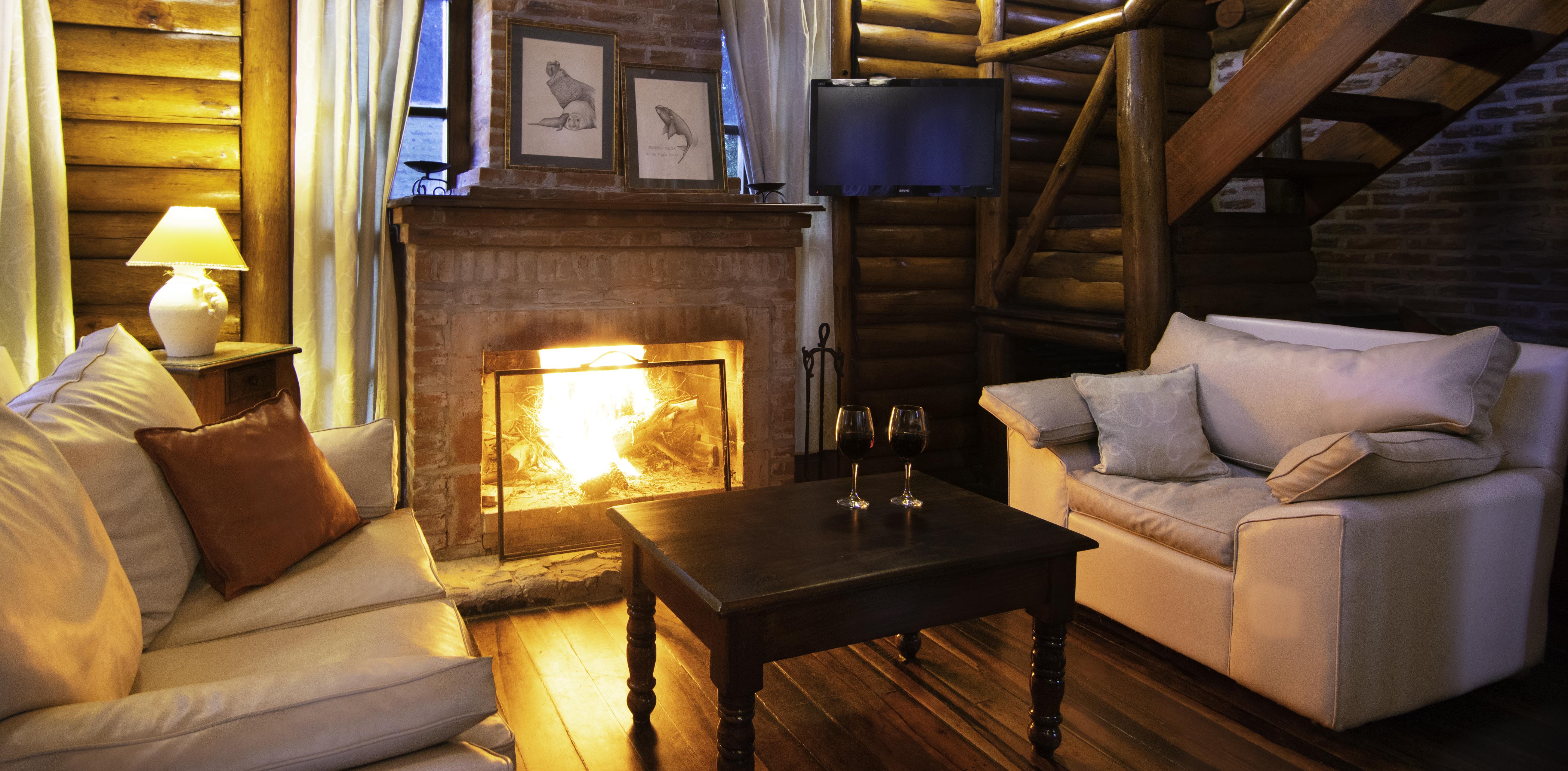 Cabaña 101. Living + hogar a leños