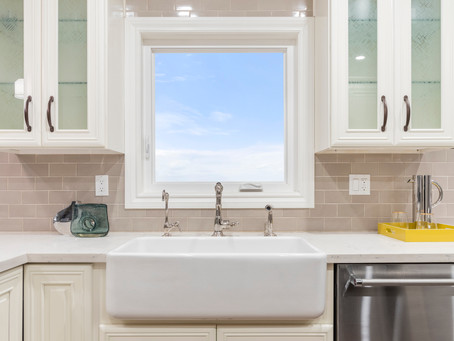 Pros and Cons of Glass Front Cabinets