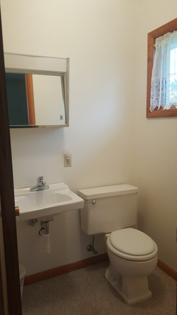 1/2 bath in master bed