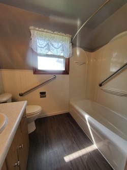 Bath Full Main Floor (2)
