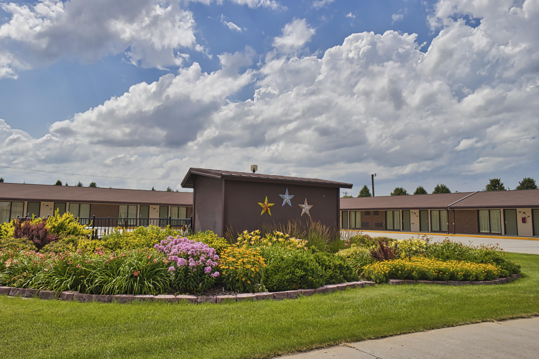 Motel Rooms & Yard