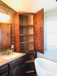 master bath features