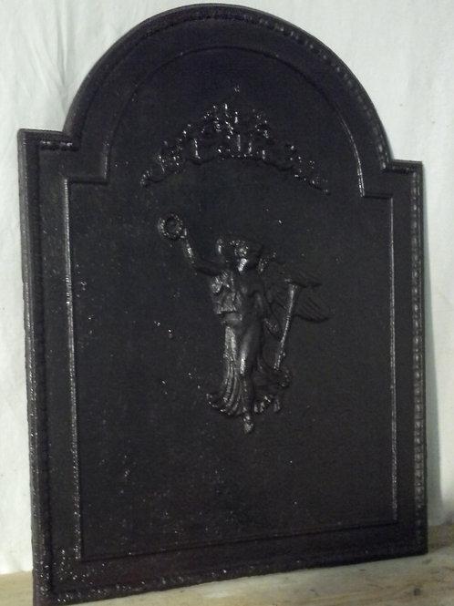 ancienne plaque de cheminée au décor de déesse