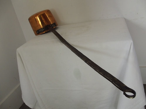 ancienne casserole cuivre étamé montée en queue d'aronde spécial cheminée forgé