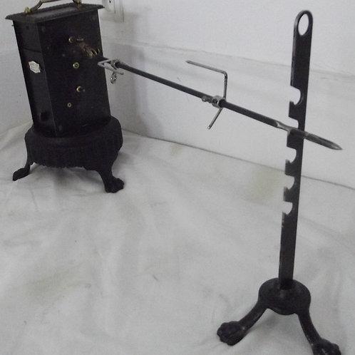 ancien tourne-broche piétement rond tripode métal brossé plaque émaillée trépied
