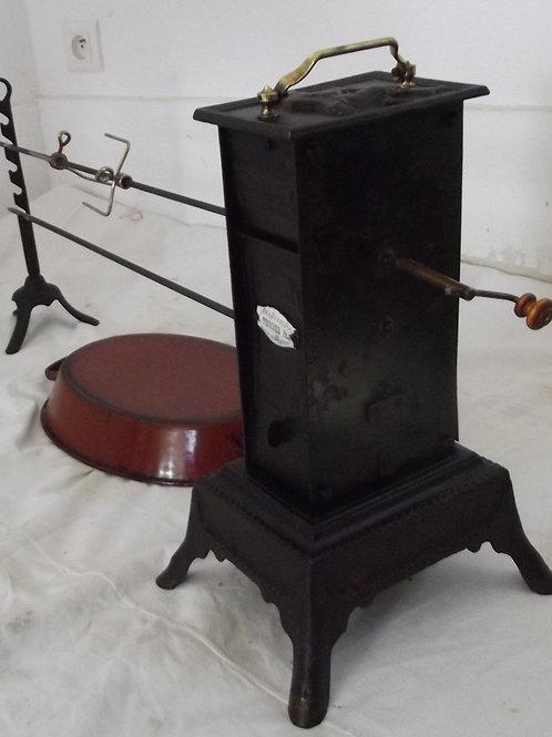 ancien tourne broche décor joueur de flûte trépied plat a jus émaillé rôtissoire