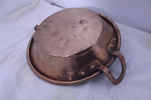 plat a jus XIXeme cuivre étamé martelé poignées dinanderie casserole lèche frite