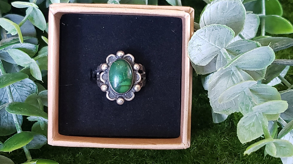 Vintage Native American Green Turquoise Ring
