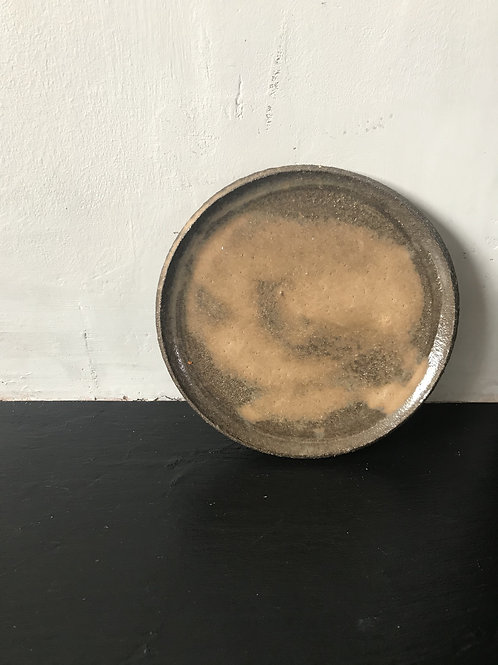 Small black clay plates.