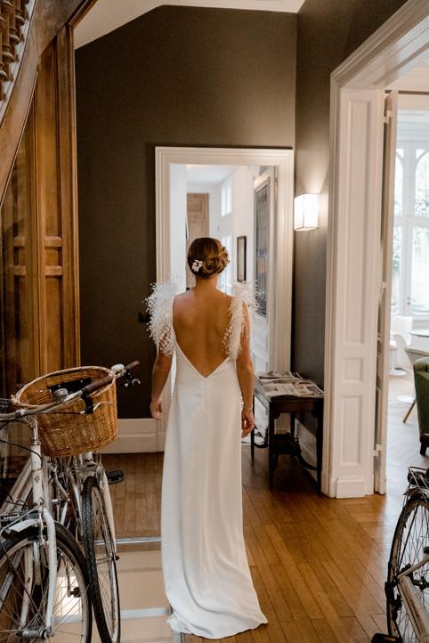 Plume_robe_de_mariée_sur_mesure_dos_nu_c