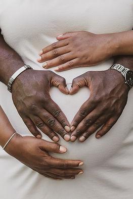 heart hands maternity shoot toronto photography
