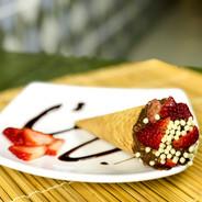 Kone de Chocolate com morango.jpg