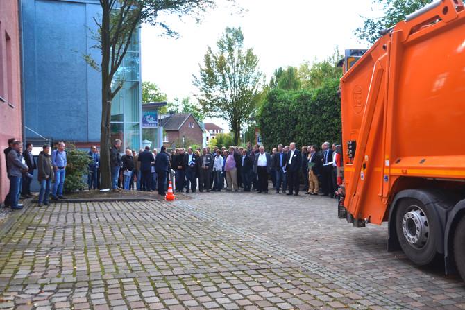 "INFA-Forum Thema ""Rückwärtsfahren mit dem Müllsammel-Fahrzeug"""