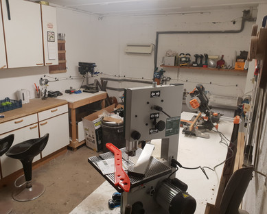 Workshop is coming together now. Some of the hangers are in and Felix has got himself a bandsaw