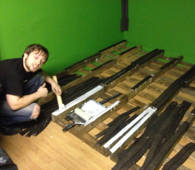 Gluing some second-hand thick rubber park matting, onto free pallets. To raise the floor