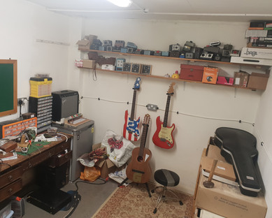 Wiring room has a few shelves and bits now
