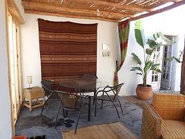 Terrasse extérieure toiture roseau
